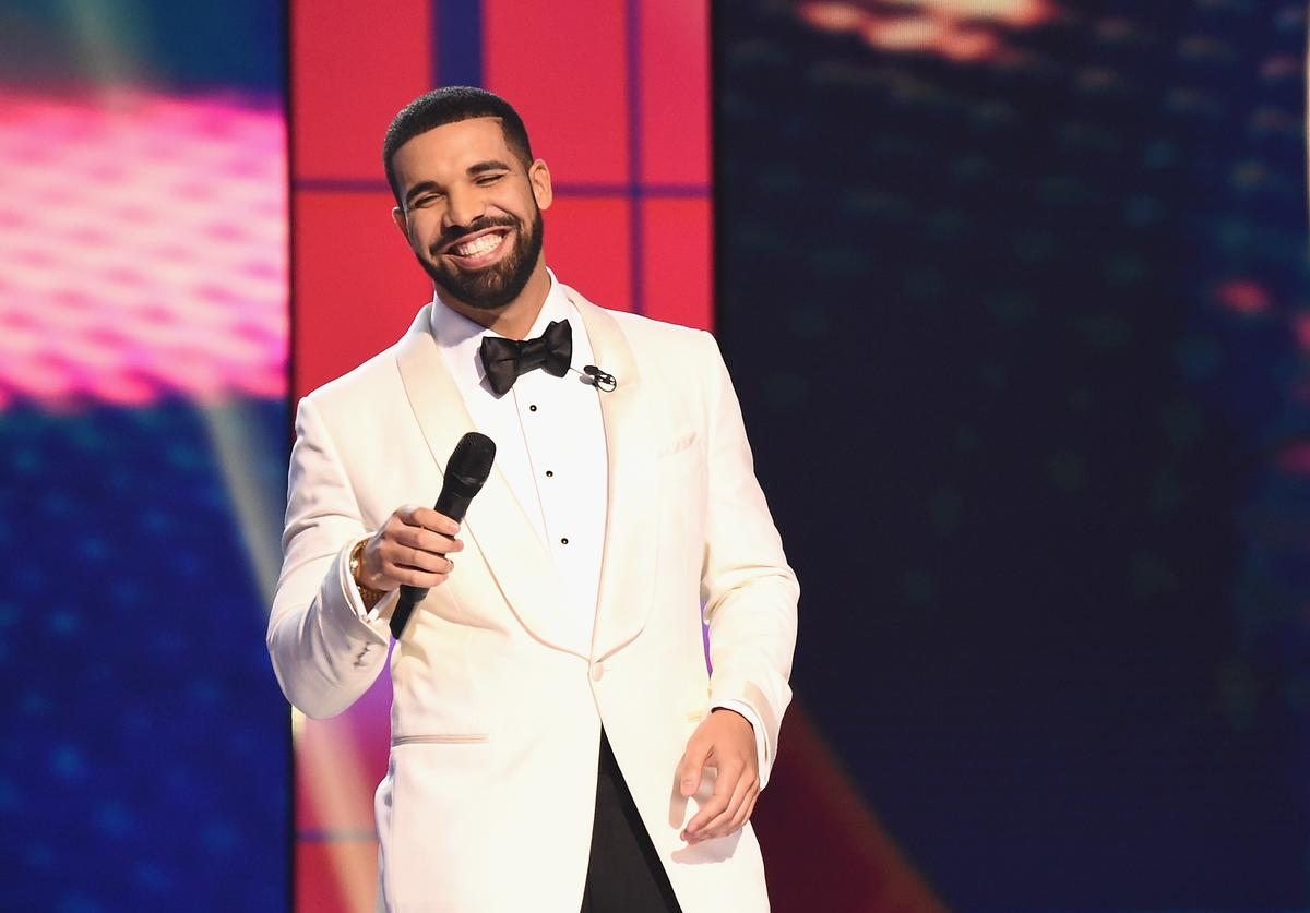 Host Drake speaks on stage during the 2017 NBA Awards Live On TNT on June 26, 2017 in New York City. 27111_001