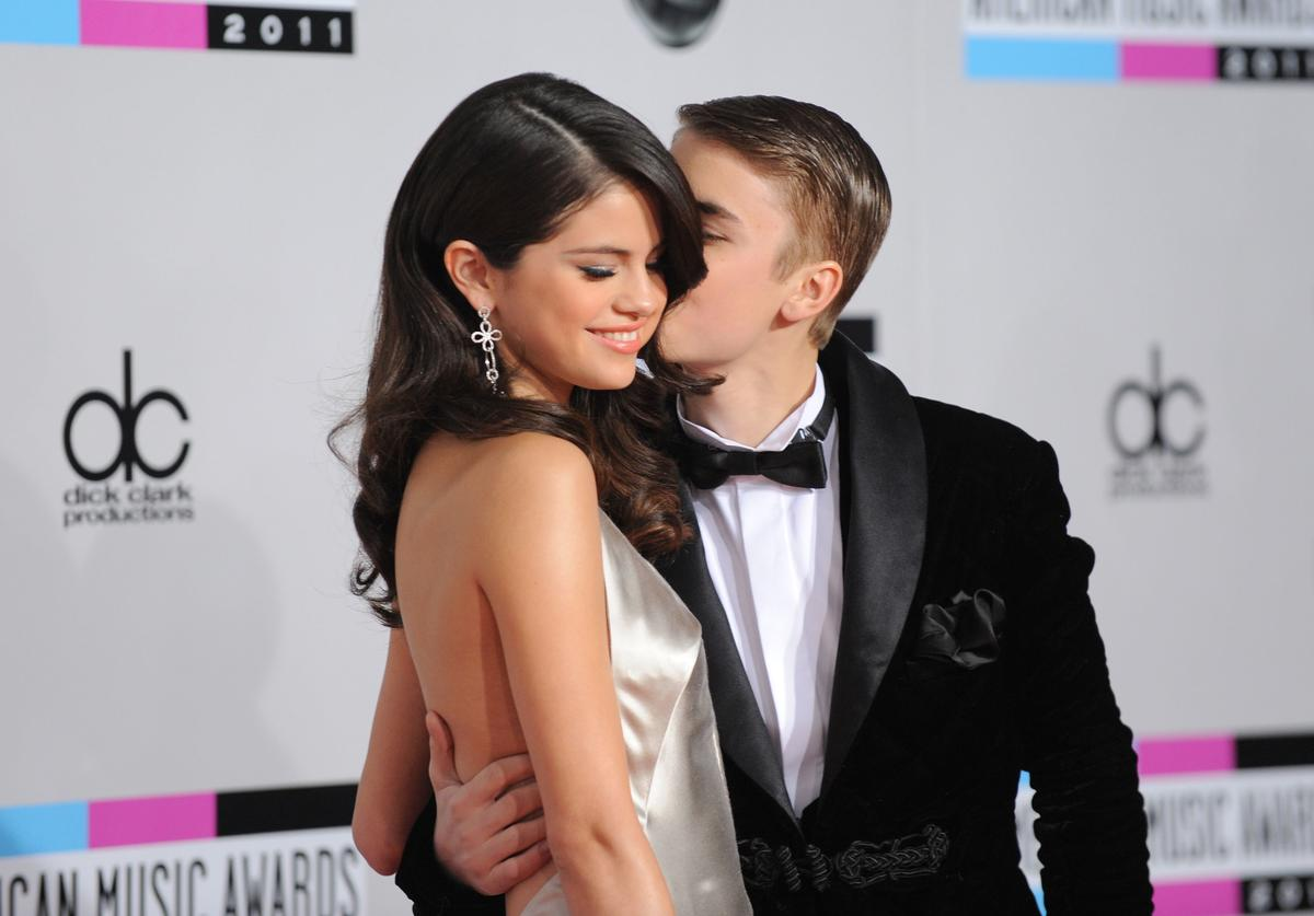 Justin Bieber and Selena Gomez at the 2011 AMA's