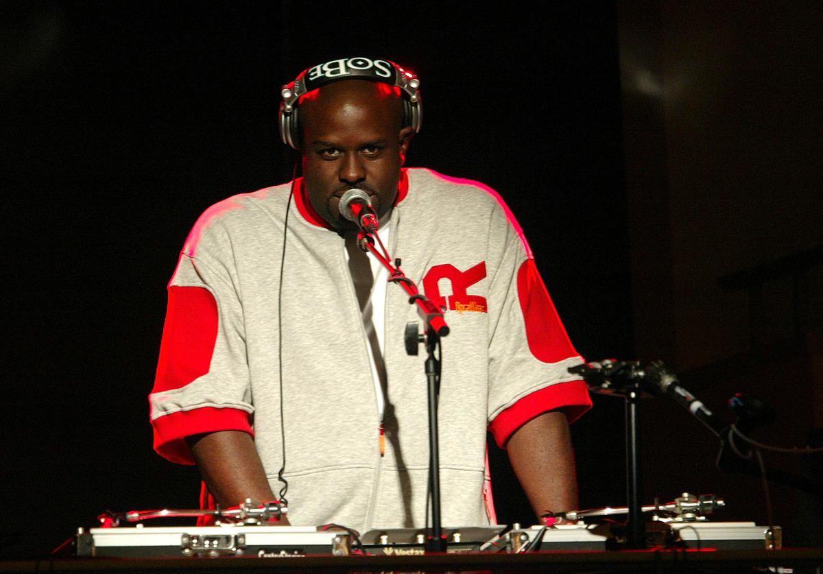 DJ Funk Master Flex performs at the MTV Networks UpFront at The Theater at Madison Square Garden May 05, 2004 in New York City.