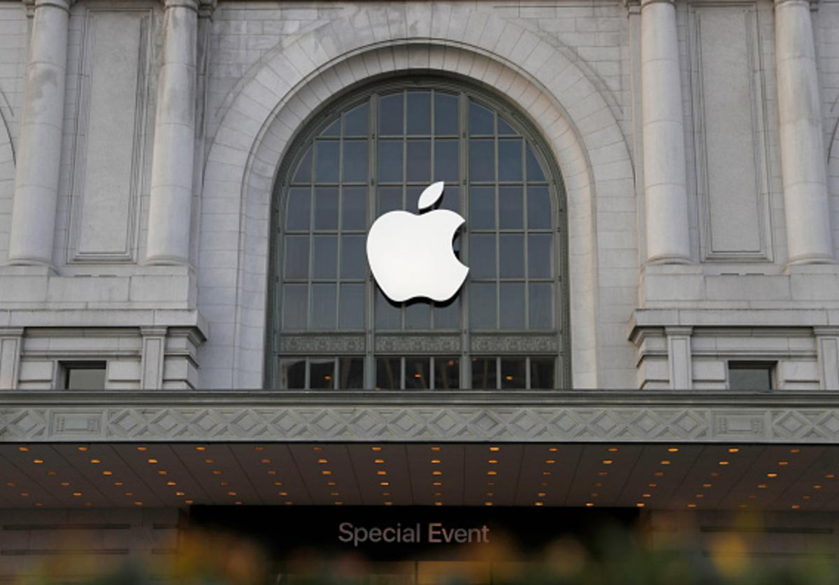 An Apple logo hangs outside Bill Graham Civic Auditorium on September 7, 2016 in San Francisco, California. Apple Inc. is expected to unveil latest iterations of its smart phone, forecasted to be the iPhone 7.