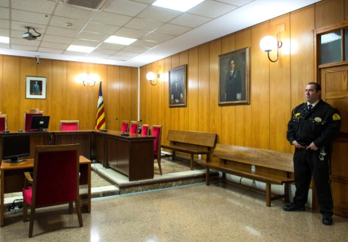 A private security staff stand guard in the Palma de Mallorca courtroom, where Princess Cristina of Spain questioned by the judge Jose Castro during the 'Noos trial' on February 7, 2014 in Palma de Mallorca, Spain