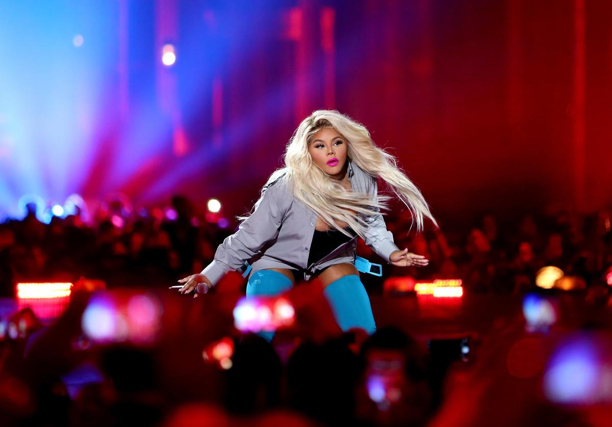 Lil' Kim performs onstage during VH1 Hip Hop Honors: The 90s Game Changers at Paramount Studios on September 17, 2017 in Los Angeles, California.