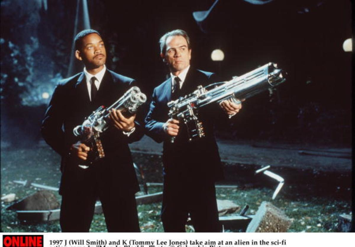 J (Will Smith) and K (Tommy Lee Jones) take aim at an alien in the sci-fi action comedy, 'Men In Black'.