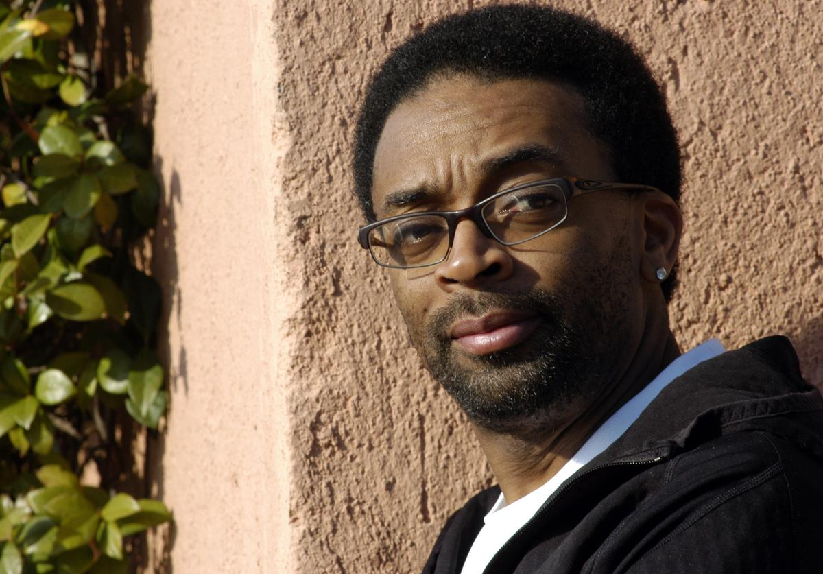 Actor and director Spike Lee poses for photographers during promotion of their new film '25th Hour' at the Hotel de Russie February 17, 2003 in Rome, Italy.
