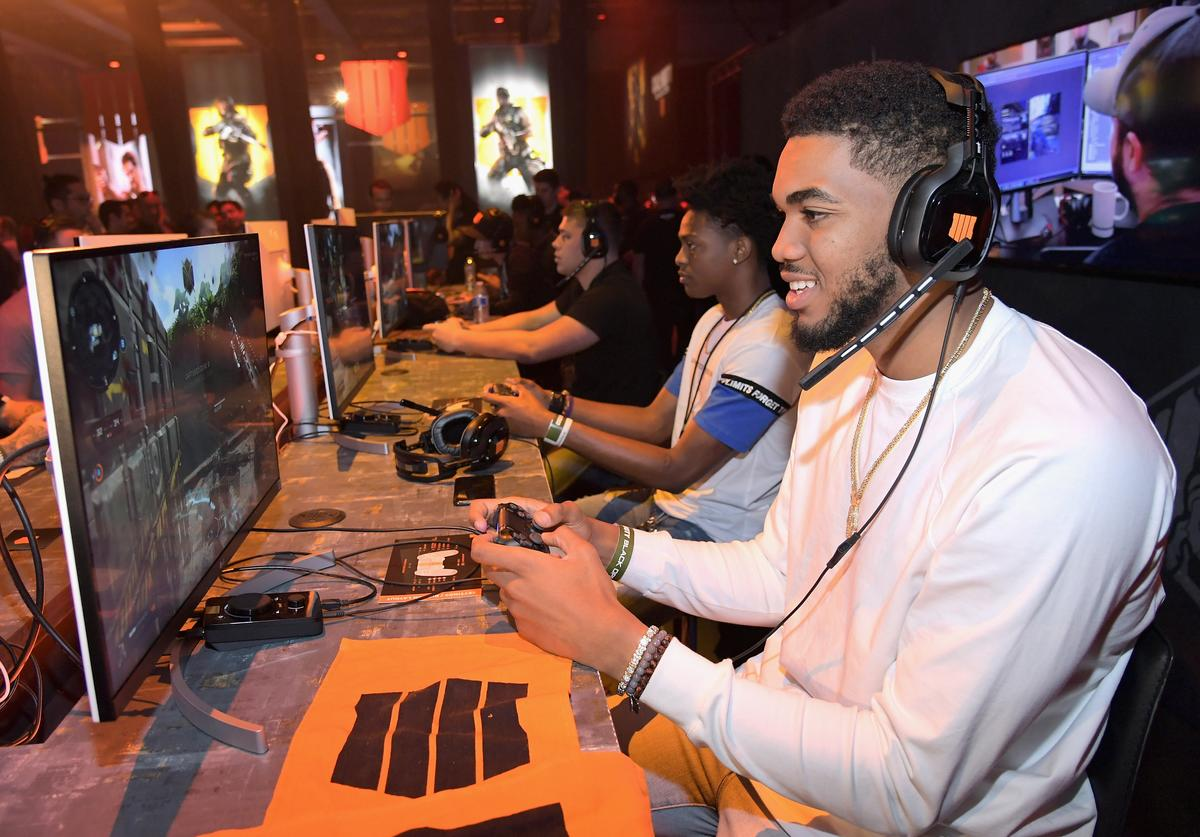 : Basketball players Karl-Anthony Towns (R) and De'Aaron Fox battle it out at the Call of Duty: Black Ops 4 Community Reveal Event in Hawthorne, CA, on May 17, 2018.
