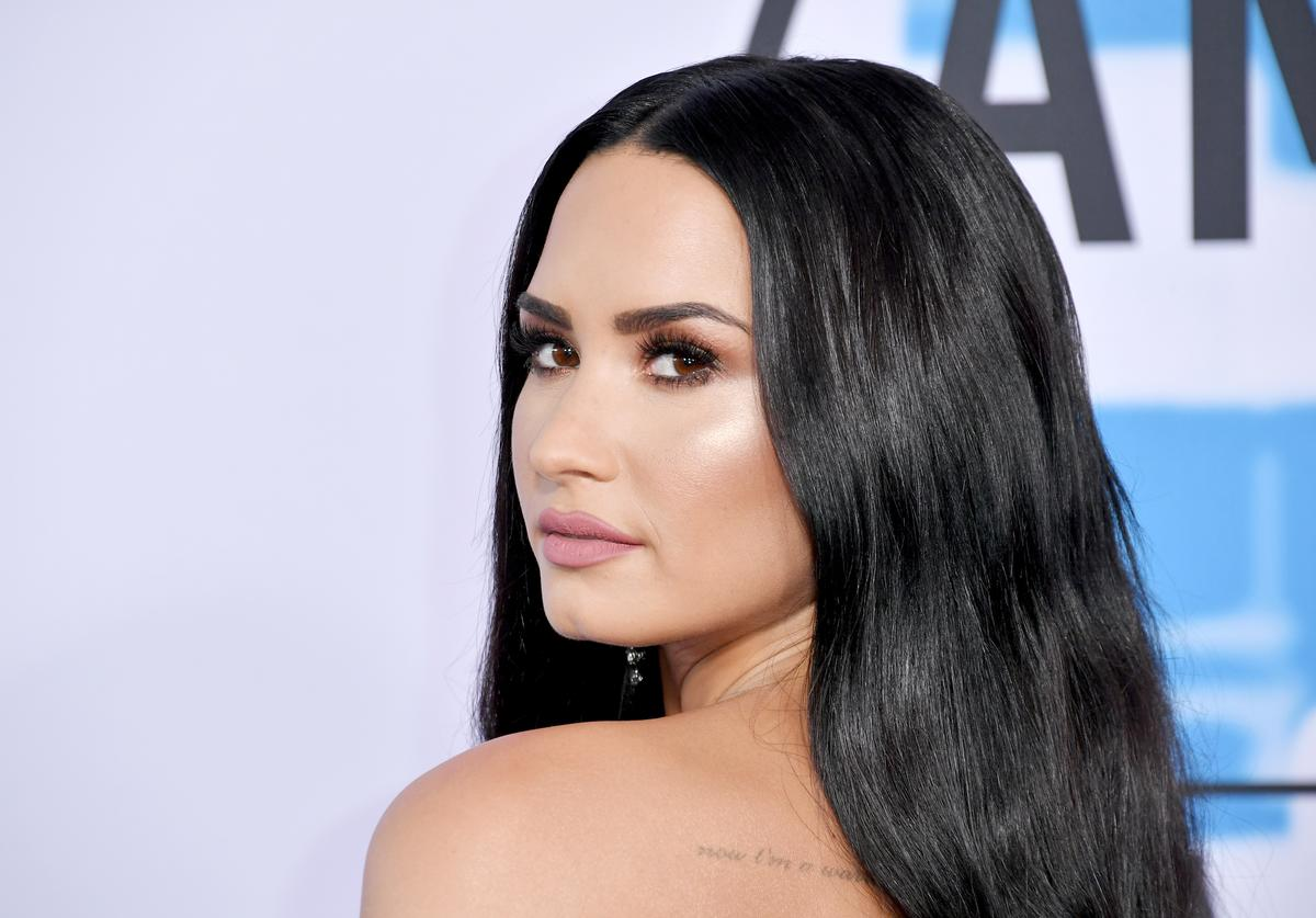 Demi Lovato attends the 2017 American Music Awards at Microsoft Theater on November 19, 2017 in Los Angeles, California