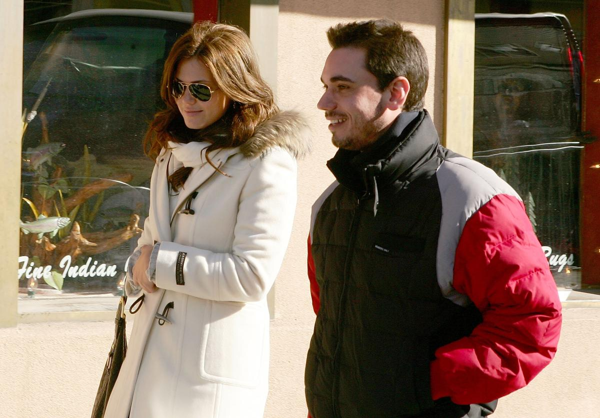 Actress Mandy Moore (L) and DJ AM walk on Main Street during the 2007 Sundance Film Festival on January 21, 2007 in Park City, Utah.