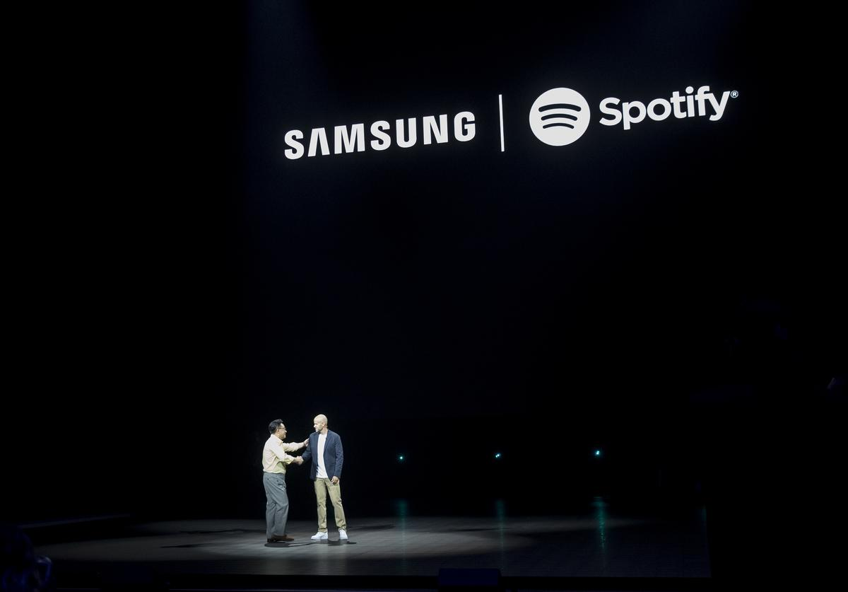 DJ Koh, president and CEO of Samsung Electronics, and Daniel Ek, chief executive officer of Spotify, announce a longterm partnership between Samsung and Spotify during a product launch event at the Barclays Center, August 9, 2018 in the Brooklyn borough of New York City. The new Galaxy Note 9 smartphone will go on sale on August 24.