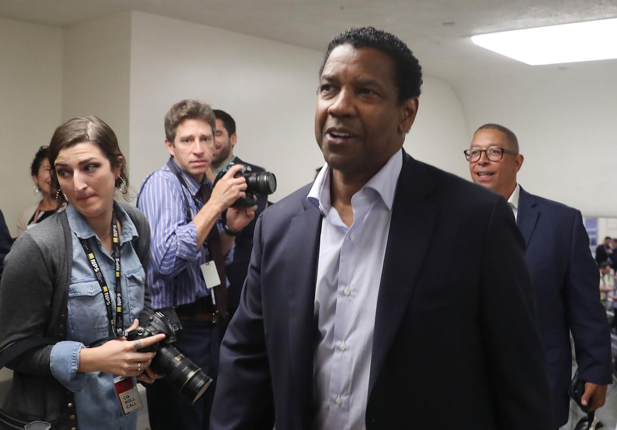Actor Denzel Washington walks through the U.S. Capitol on September 25, 2018 in Washington, DC.