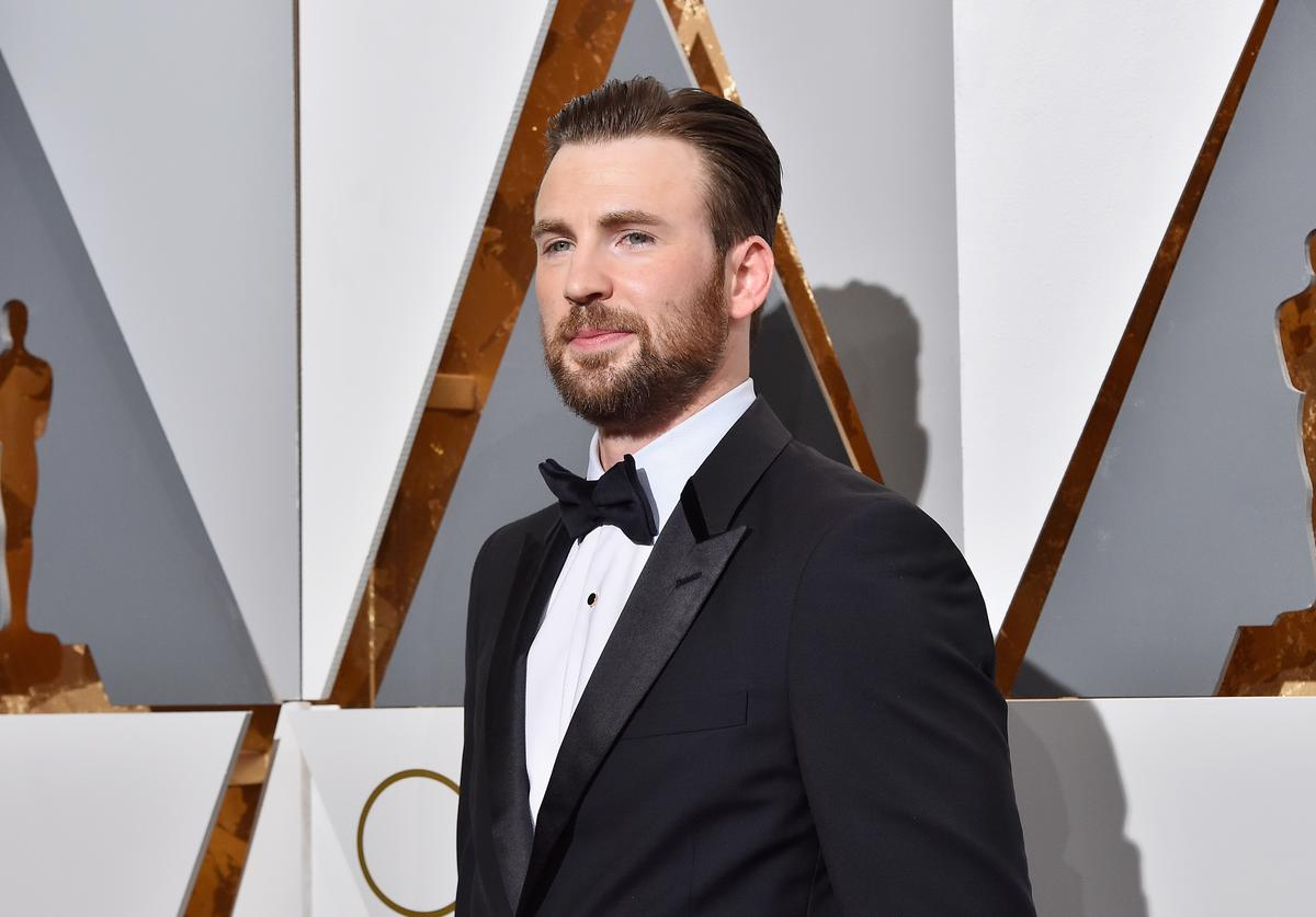 : Actor Chris Evans attends the 88th Annual Academy Awards at Hollywood & Highland Center on February 28, 2016 in Hollywood, California.