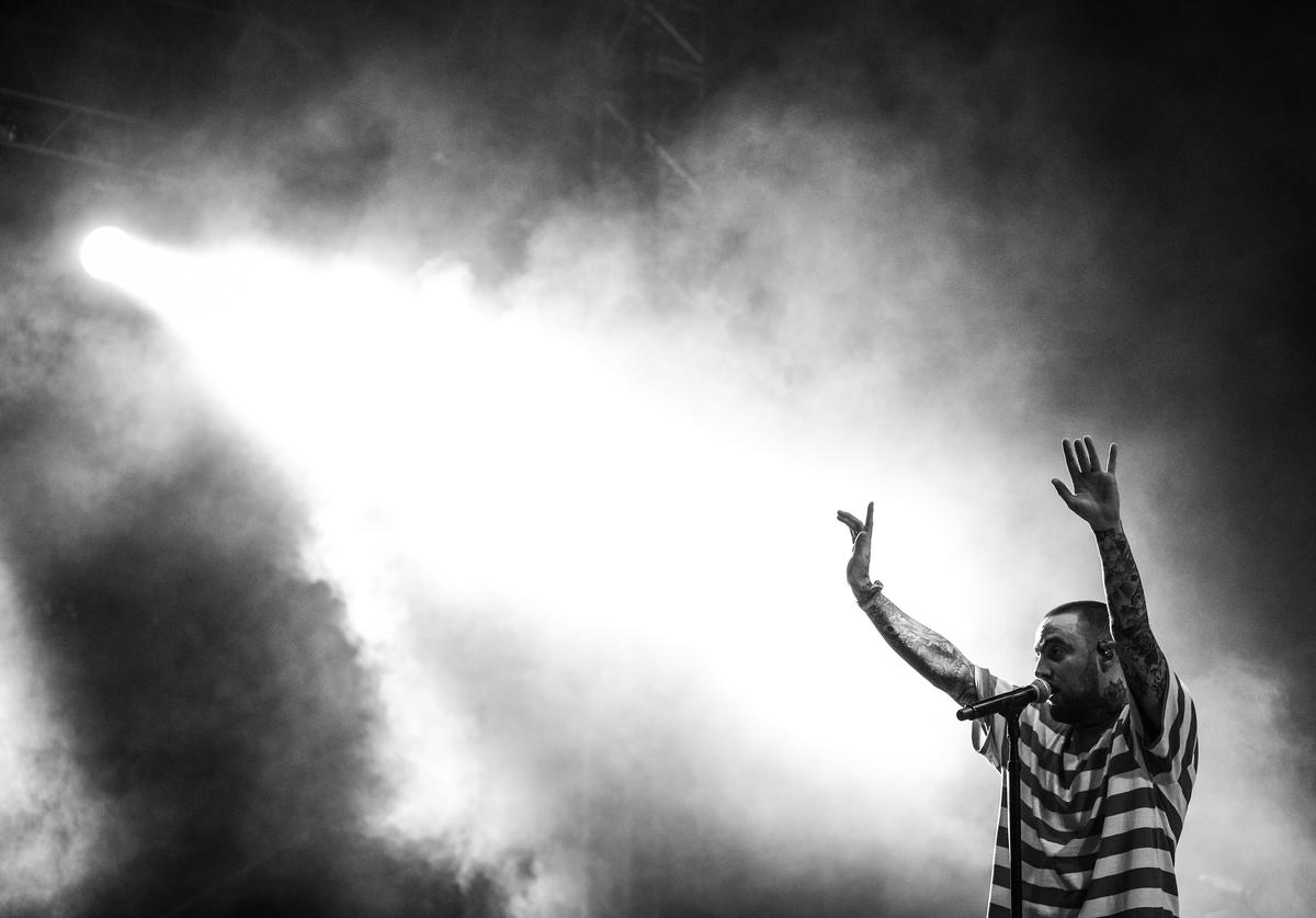 Mac Miller performs on the Camp Stage during day 1 of Camp Flog Gnaw Carnival 2017 at Exposition Park on October 28, 2017 in Los Angeles, California