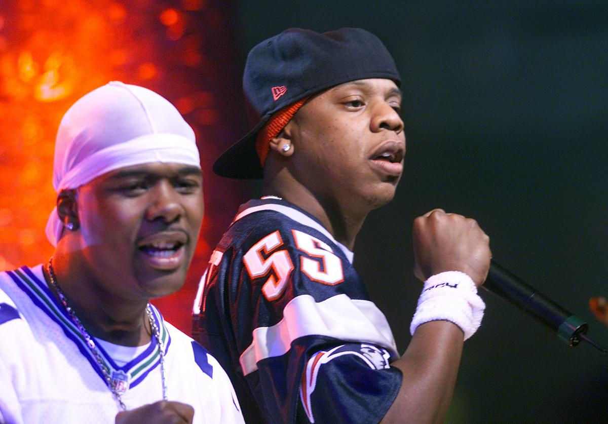 Jay Z(on right) performs with Memphis Bleek at the MTV studios in New York for 'Spankin New Music Week' on DFX.
