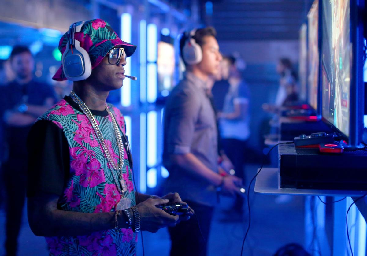 Rapper Soulja Boy plays Halo 5 during the Xbox One E3 Showcase Party at The Majestic Downtown on June 15, 2015 in Los Angeles, California.
