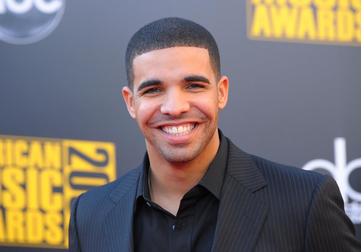 Drake arrives at the 2009 American Music Awards at Nokia Theatre L.A. Live on November 22, 2009 in Los Angeles, California