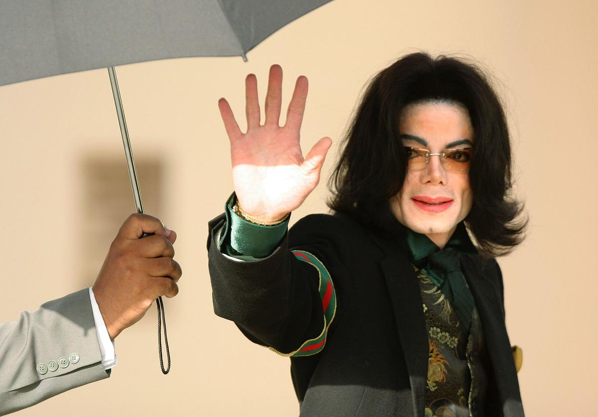 Singer Michael Jackson waves as he arrives at the Santa Barbara County Courthouse for proceedings in his child molestation trial April 18, 2005 in Santa Maria, California. Jackson is charged in a 10-count indictment with molesting a boy, plying him with liquor and conspiring to commit child abduction, false imprisonment and extortion.