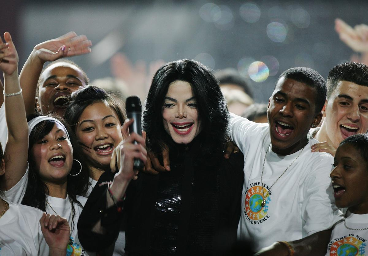 Michael Jackson performing, surrounded by fans