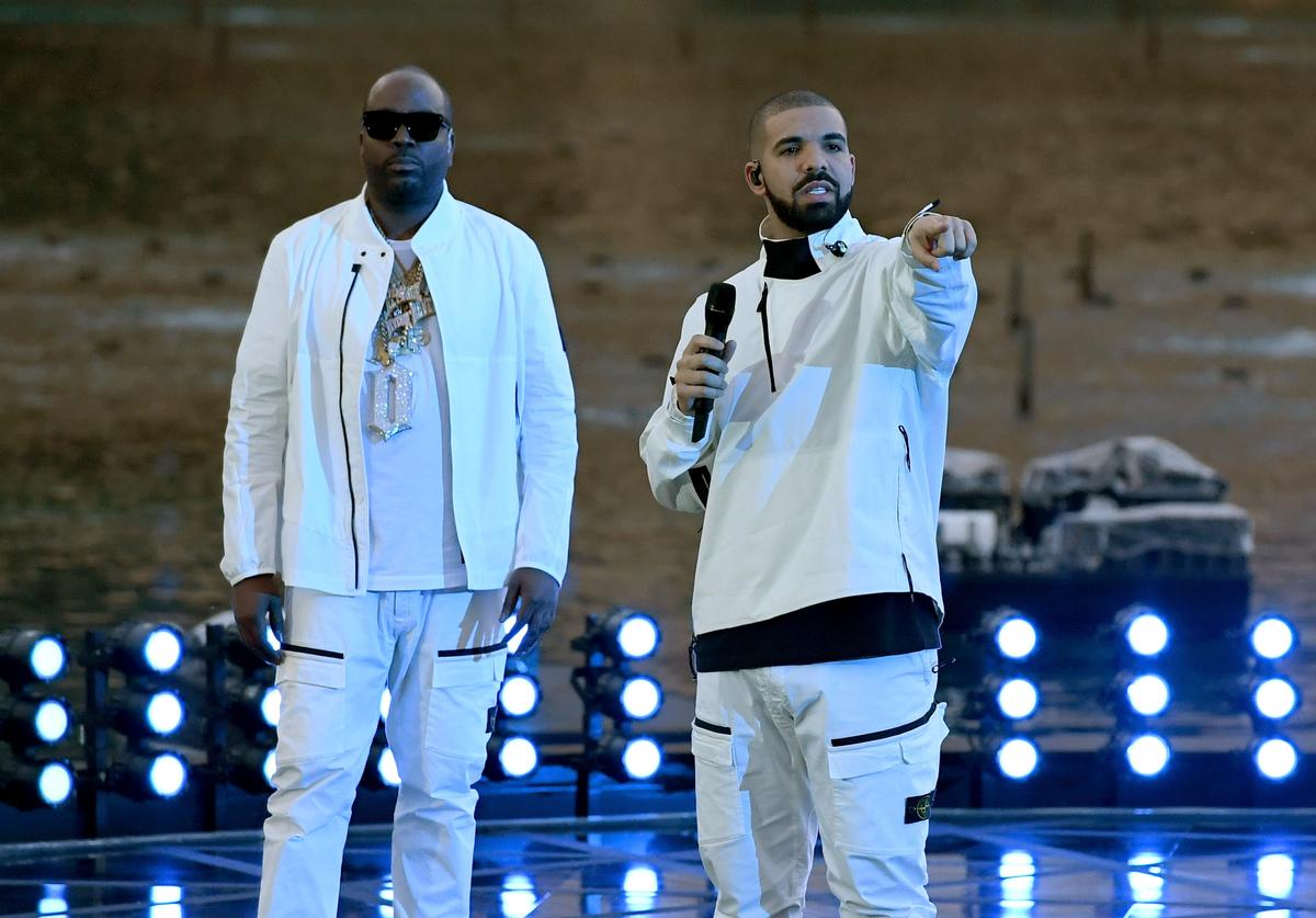 Travis 'Baka' Savoury (L) and recording artist Drake get ready to perform during the 2017 Billboard Music Awards at The Fountains of Bellagio on May 20, 2017 in Las Vegas, Nevada