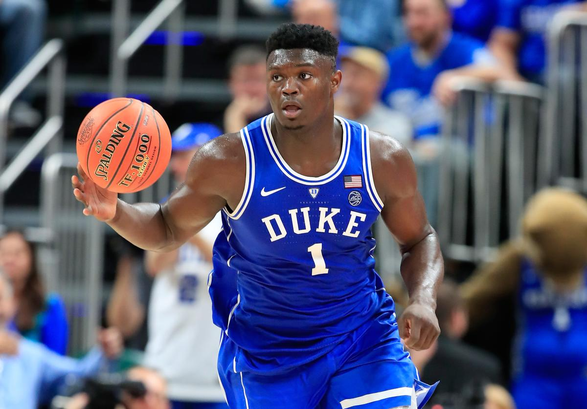 Zion Williamson #1 of the Duke Blue Devils dribbles the ball against the kentucky Wildcats during the State Farm Champions Classic at Bankers Life Fieldhouse on November 6, 2018 in Indianapolis, Indiana.