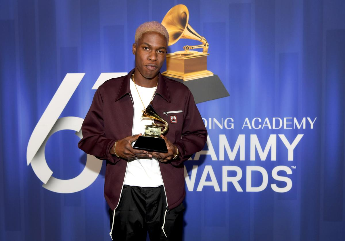 Daniel Caesar poses with his award at the 61st Annual GRAMMY Awards Premiere Ceremony at Microsoft Theater on February 10, 2019 in Los Angeles, California