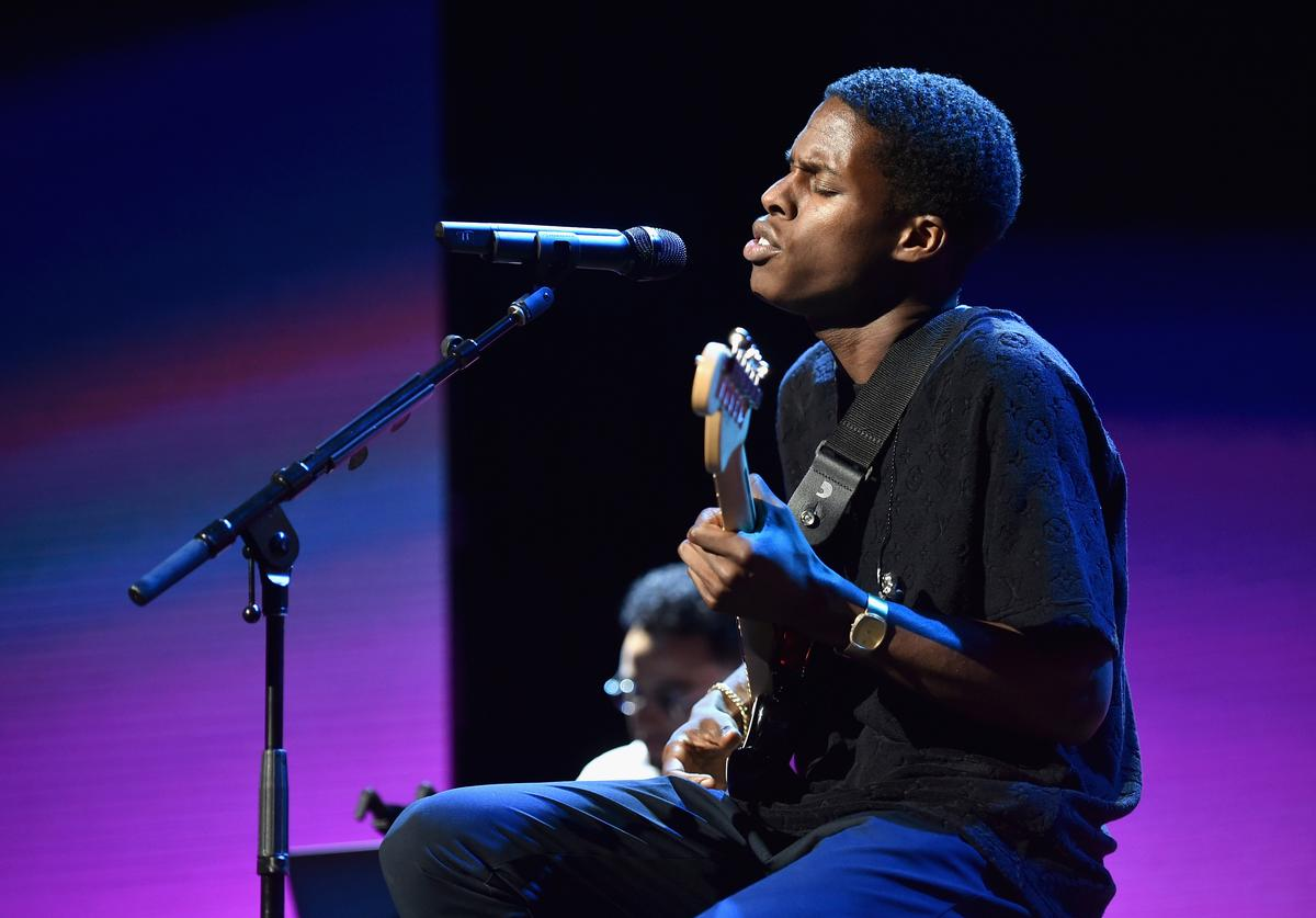 Daniel Caesar performs onstage during Spotify's Secret Genius Awards hosted by NE-YO at The Theatre at Ace Hotel on November 16, 2018 in Los Angeles, California