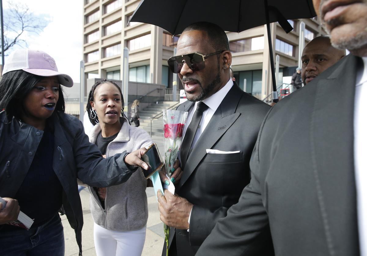 Fans giving singer R. Kelly a rose, and cards, outside the Leighton Courthouse on March 22, 2019 in Chicago, Illinois. R. Kelly had appeared before a judge to request permission to travel to Dubai to work several concerts.