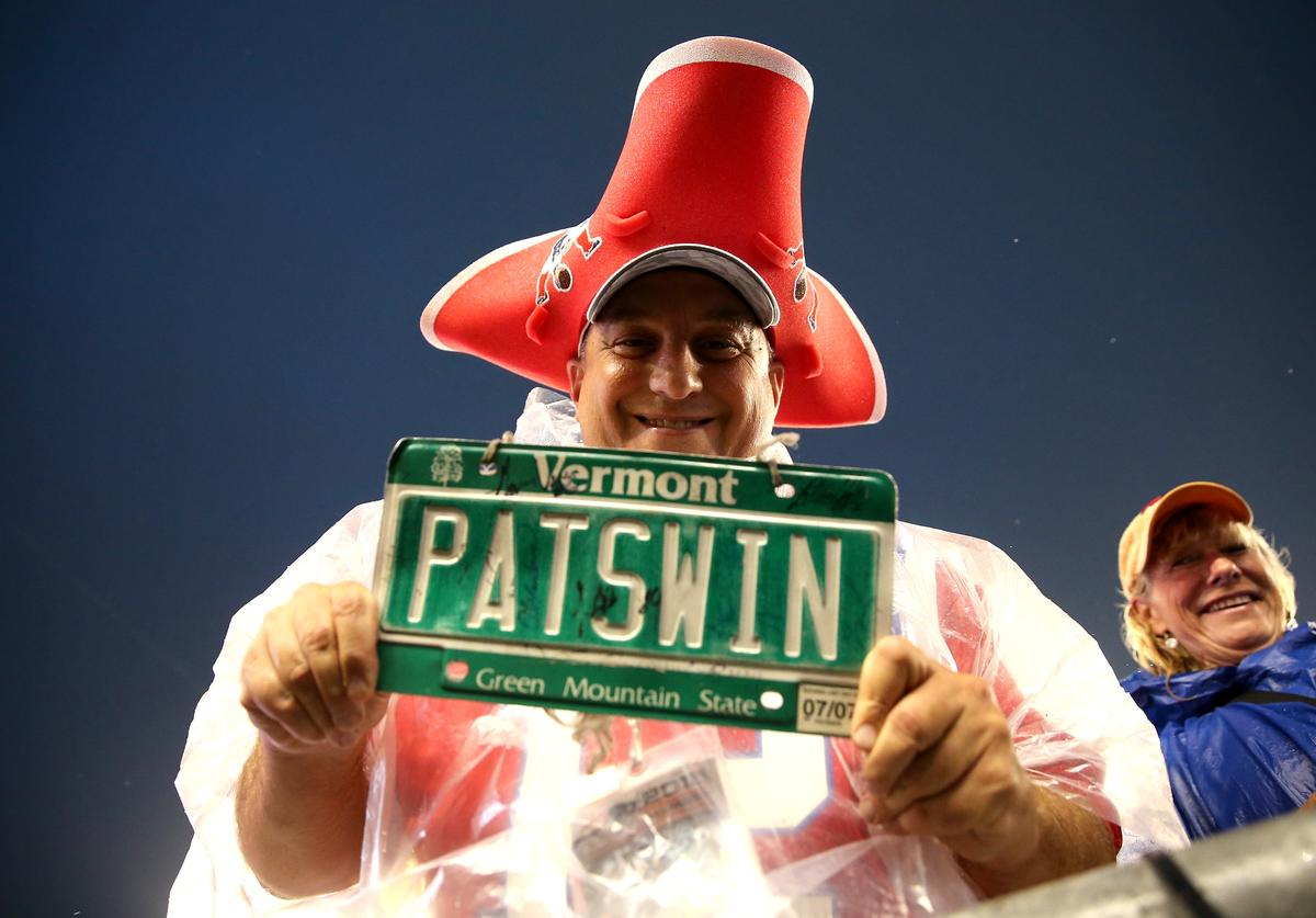 Pats fan holding Vermont license plate