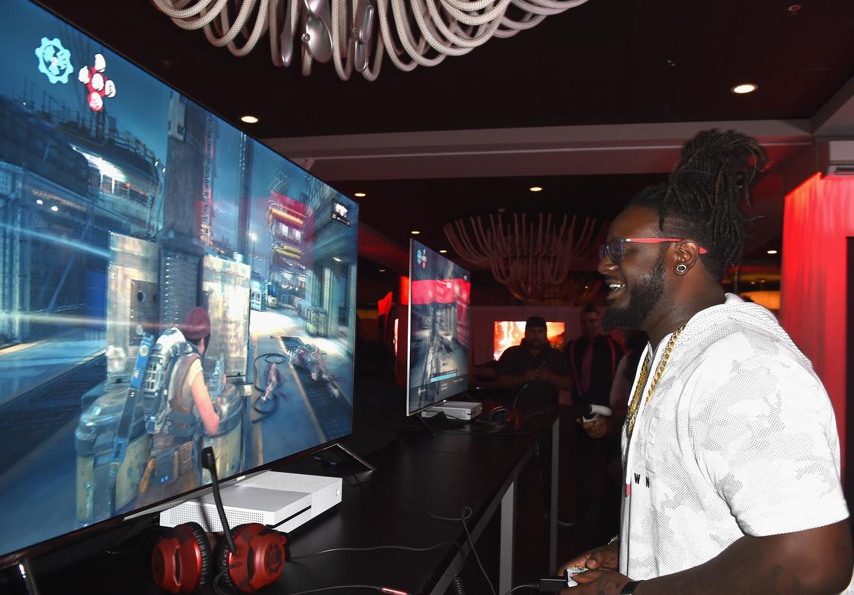 T-Pain at Xbox and Gears of War 4 launch event.