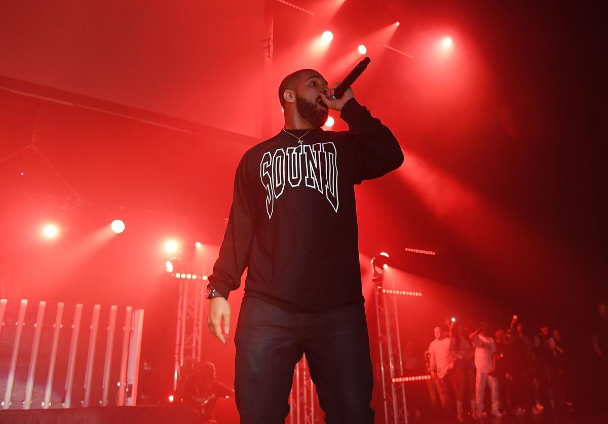Drake performs on stage at Gucci and Friends Homecoming Concert at Fox Theatre on July 22, 2016 in Atlanta, Georgia