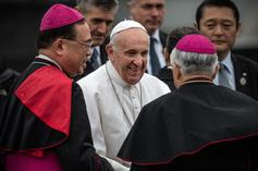 Pope Francis Apologizes After Slapping Away Woman's Hand