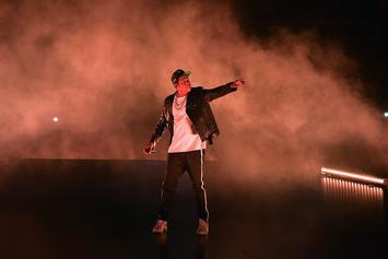 Jay Z Pauses Performance To Give Inspirational Speech To Little Girl