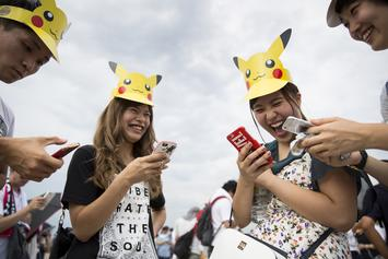 """""""Pokémon Go"""" Will Reward Players Who Pick Up Trash On Earth Day"""