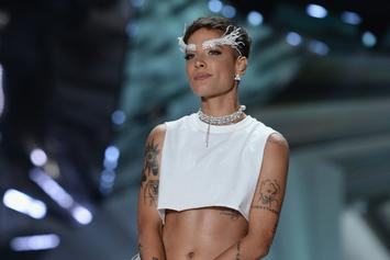 "Halsey Crops The Top At Her Performance For ""The Voice"" Finale"