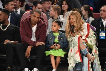 Beyoncé & Jay-Z's Twins Pose With Blue Ivy In Adorable New Photo