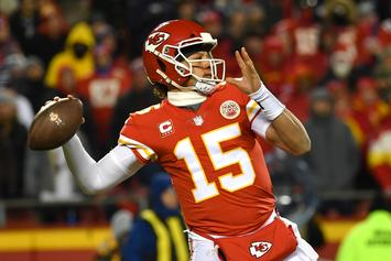 """Tom Brady Told Patrick Mahomes To """"Keep Grinding"""" After AFC Championship"""