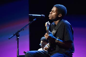 """Daniel Caesar Performs A Soulful Rendition Of """"Cyanide"""" On """"Jimmy Kimmel Live"""""""