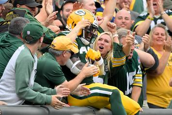 Eagles & Packers Fans Get Into A Massive Fight At Lambeau Field: Watch