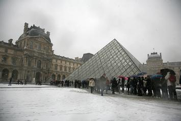 Louvre Museum Closes In Response To Coronavirus Fears