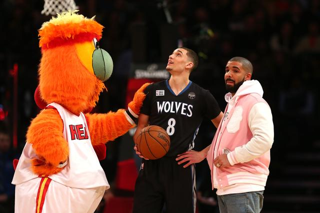 Drake at the Verizon Slam Dunk Contest 2016