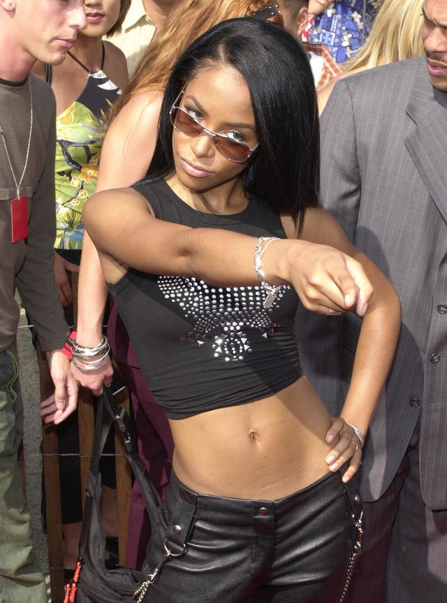 Aaliyah at the 2000 Teen Choice Awards