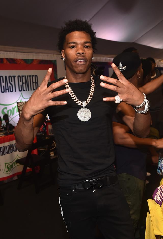 Lil Baby shows off his jewelry