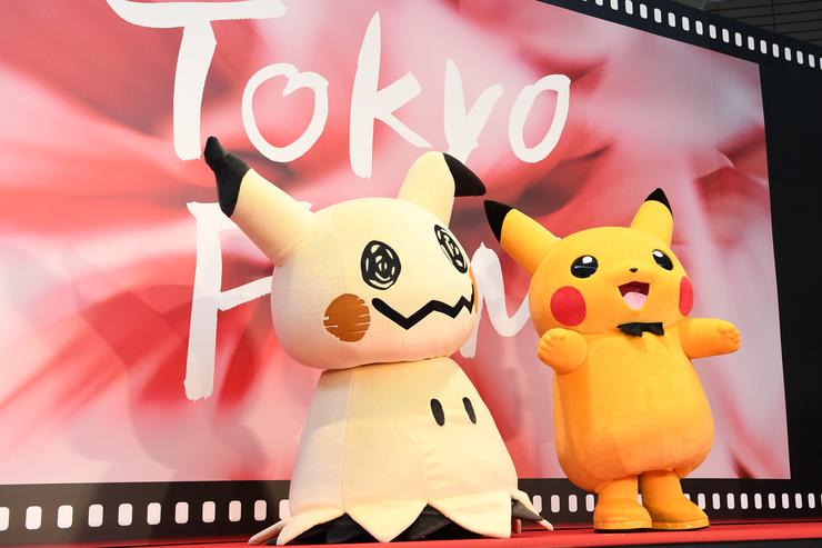 Mimikkyu and Pikachu attend the red carpet